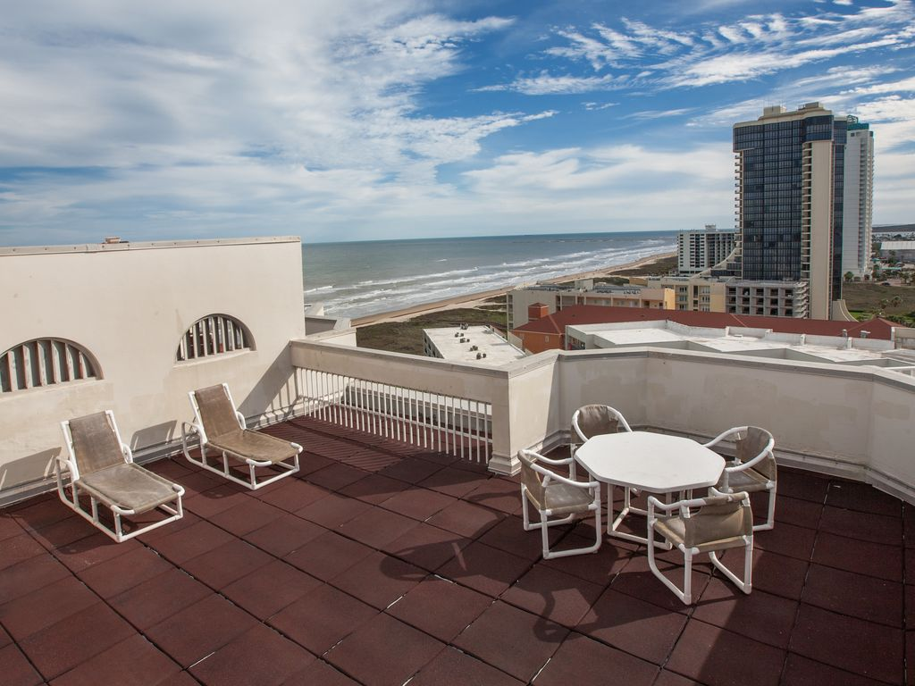 Spectacular beachfront 15th floor penthouse homeaway for 15th floor on 100 floors