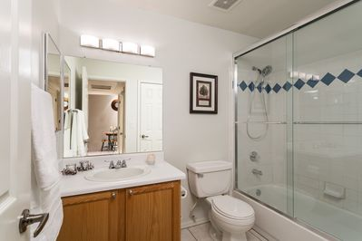 2nd bathroom with shower tub combo