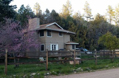 East Verde River Cabin: Kid and Dog friendly Retreat from Desert Heat