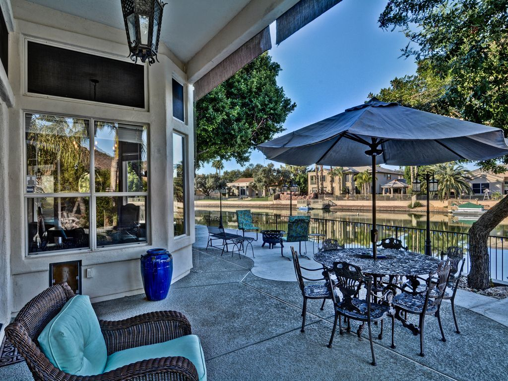 Affordable luxury lakefront home boating hiking bonnieux for Affordable lakefront homes