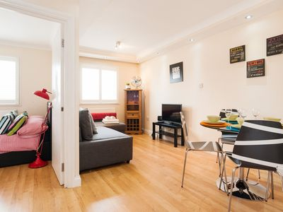 Photo for AMAZING FLAT NEAR KINGS CROSS STATION SLEEPS 4!!