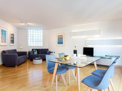 Photo for Modern 2 BR with balcony. Great location next to Tower Bridge (Veeve)