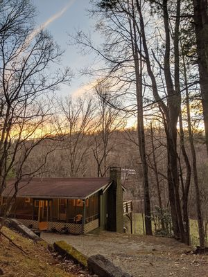 Bear Ridge Cabin. HOT TUB Just Added!! Cozy & Secluded. Close to Highlands, NC.