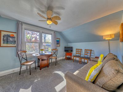 Photo for Cozy apt 2 blocks from Hyde Park & Camel's Back Park.  Free Bike, Chariot use!