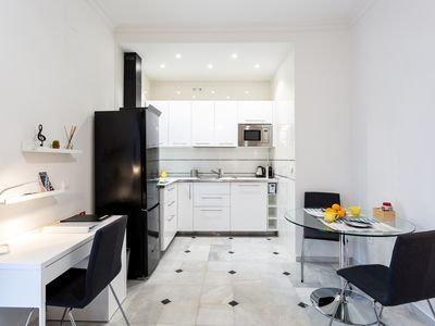 Photo for Apartment in the center of Seville with Internet, Air conditioning (917394)