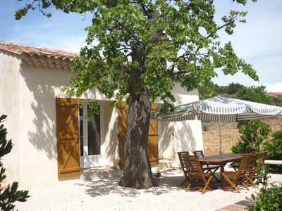 Photo for Quiet and comfortable cottage on the shores of Provençal coast - 5 minutes from the sea