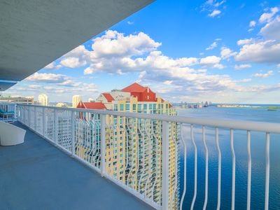 Stunning 2BD Penthouse unit with ocean view
