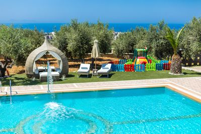 High quality luxury villa with all kind of facilities for the whole family!
