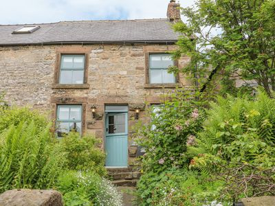 Photo for HOLLY COTTAGE, pet friendly, with open fire in Winster, Ref 926728
