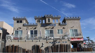 Oceanfront Castle Apartment, Spacious Balcony, Steps to Sand, at the Boardwalk
