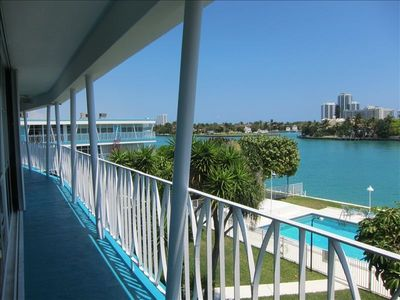 classic MIMO (Miami Modern) at its best!