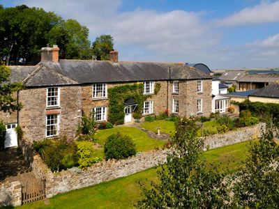 Photo for Spacious 7-bedroom farmhouse, sleeping up to 16, set in countryside location in North Devon