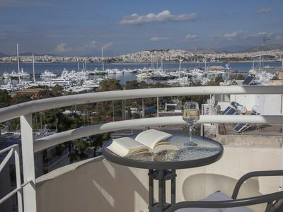 Photo for Νice Sea View Elegant Apartment in Marina Floisvos