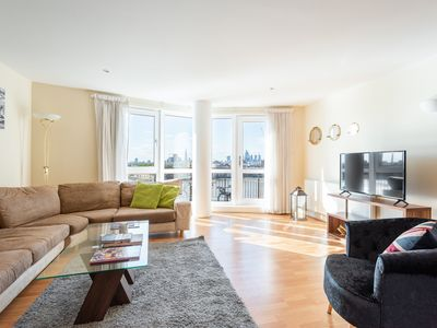 Photo for Bright 3 Bedroom Flat | Canary Wharf