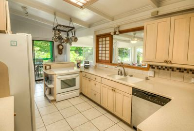 Fully equipped and bright kitchen