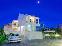 This house is very beautiful and also have everything you need for live in the best way.