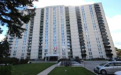 Photo for Modern 1 BDRM Unit in Central Etobicoke. Perfect for Professionals & Nature Lovers