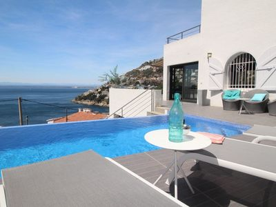 Photo for Magnificent 4 bedroom villa with infinity pool and panoramic view of the Bahia de R