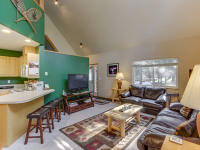 Photo for Cozy home w/ a shared pool, clubhouse, hot tub & more in a private community!