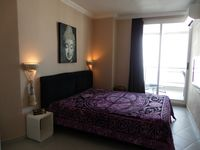 A wonderful stay in a fantastically located apt - good value for the money!