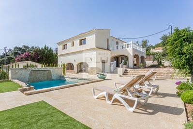 The Villa, 8 sun beds, totally private, quiet residential area.
