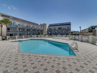 Photo for Oceanview escape with access to a shared pool & hot tubs - a prime location!