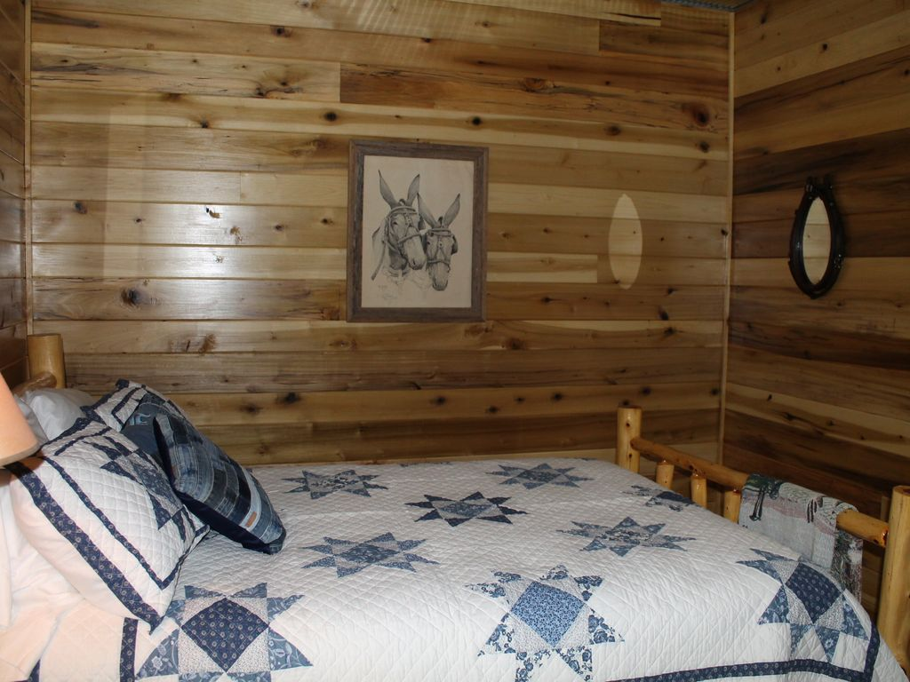 Enjoy our rustic cabin just yards from wheeler lake 39 s 2nd for Wheeler dam cabins