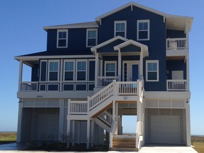 GORGEOUS 4/4.5 BEACHFRONT! !!   2-3 nights available for Summer!