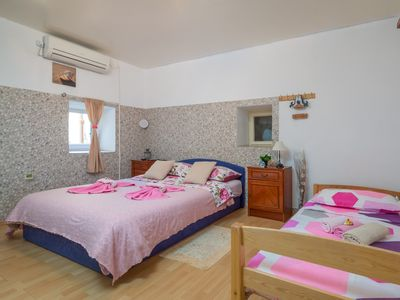 Photo for Spacious room with shared bathroom in the heart of Split