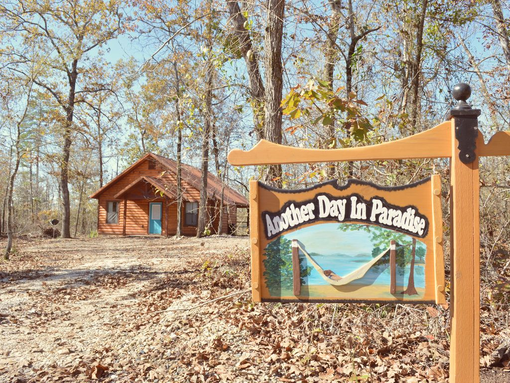 Luxury vacation cabin indoor firplace outdoor tv and for Vacation cabin rentals in oklahoma