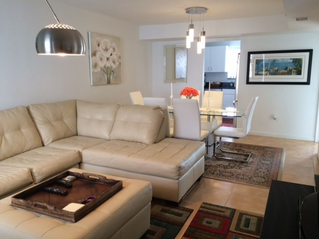 Galil I Is A Charming 2 Bedroom Suite Located At 821 Collins Avenue South Beach Miami Beach