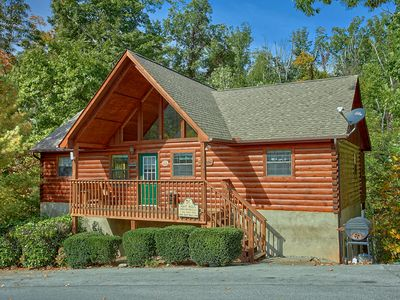 Photo for Pigeon Forge resort cabin near Dollywood Sweet Mtn Laurel 403