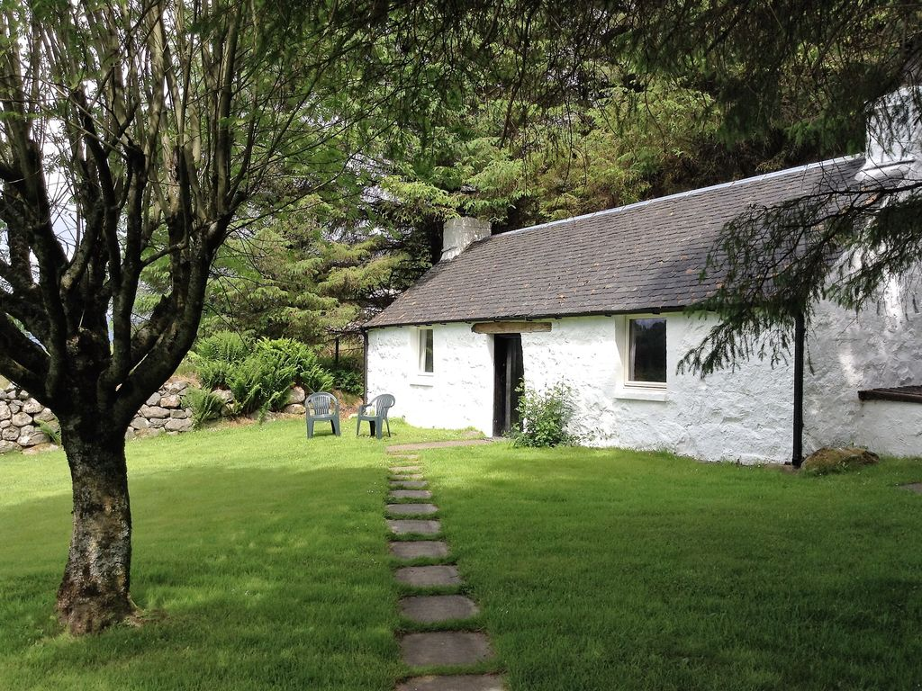 Detached Traditional Stone Cottage In Glen Nevis, own garden, wood burning stov