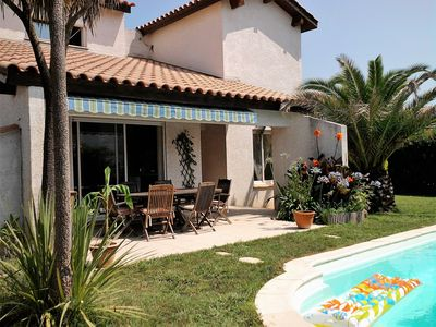 Photo for Villa and pool in golf. Quiet holiday near beaches Montpellier south France