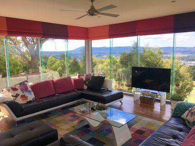 Photo for Modern farmhouse: Panoramic Macedon Ranges/city/bay views + Netflix Linen Wifi