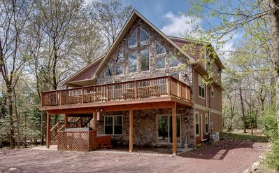 """Photo for """"Red Rock"""" View of Big Boulder, 6 Bedroom, 2 Master Suites, Hot Tub, Pool Table, WIFI"""