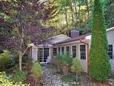 Photo for Walk to Fontana Lake. This 2 cabin is located just above a boat dock