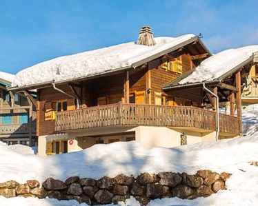 Photo for Chalet Le Renard Du Lac- close to the Chavanne piste and lake