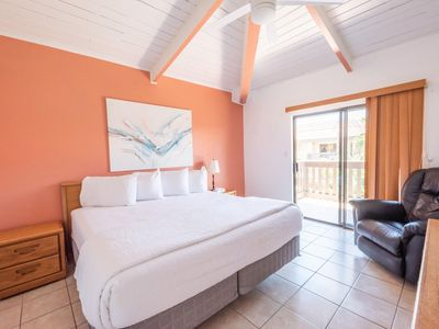 Photo for Cozy condo in Tiki complex with private beach access