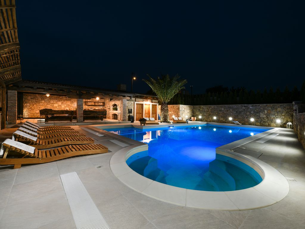 Villa+POOL+SAUNA+GYM+JACUZZI: NEW Villa for 16 people in Zadar with ...