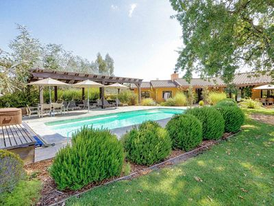 Pool - This large home with room for 8 has a gorgeous outdoor pool and patio for enjoying the vineyard views!