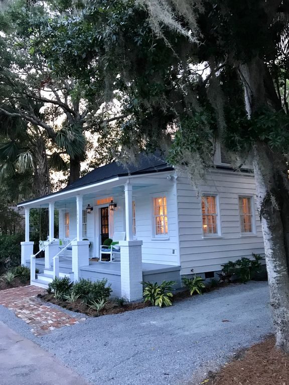 Newly renovated circa 1900 lowcountry cottage in beaufort historic district 2 br vacation for Four bedroom mobile homes for rent in beaufort