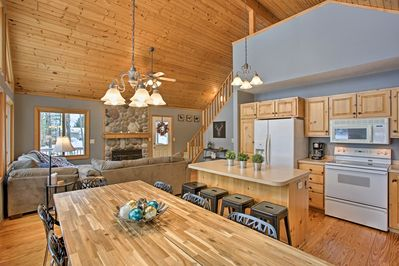 This modern vacation rental for 12 is the perfect lakefront family vacation!