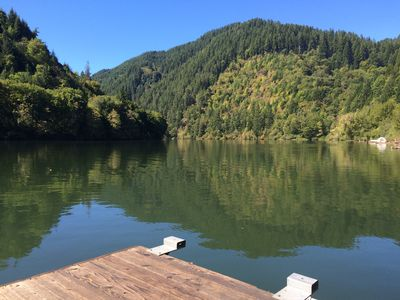 Fish, hunt or relax - Riverfront Cozy 2bd Cabin on Umpqua River fenced 1.5 acres