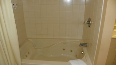 Whirlpool Tub in Master Bedroom at vacation condo near Loon Mountain - similar unit pictured