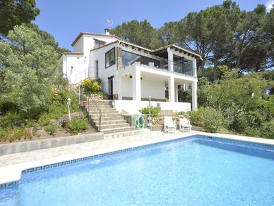 Photo for Charming detached house with fantastic panoramic views, located in a quiet residential are