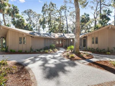 Photo for Golf views, completely remodeled and short walk to the beach in Sea Pines