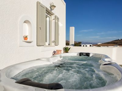Photo for Luxury Villa in Cycladic Style and Jacuzzi