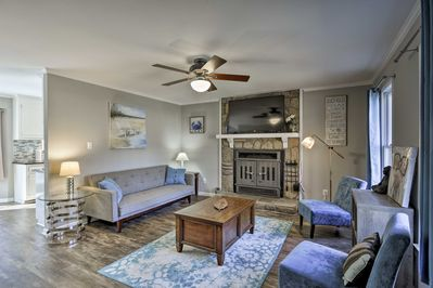 Up to 8 guests can enjoy cozy, contemporary decor with a convenient location.