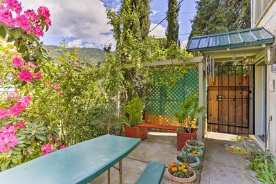 Outdoor enthusiasts will love this 1-bed, 1-bath vacation rental apartment.